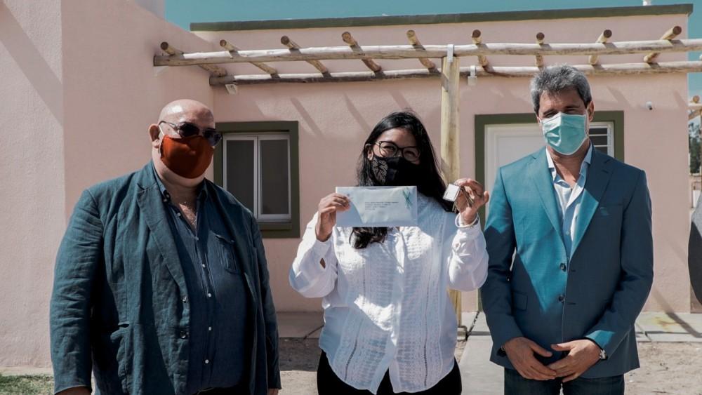 El gobernador Uñac entregó nuevas viviendas