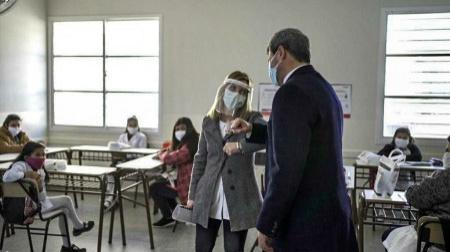 Emotivo retorno a las aulas e inauguración de la escuela 12 de Agosto con Uñac y Trotta